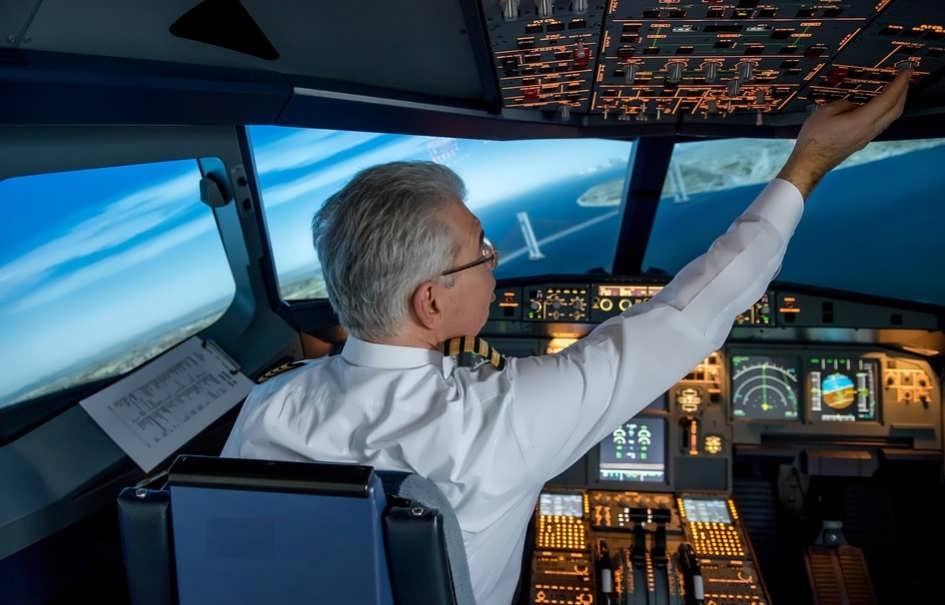 самолет кабина пилота