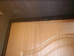 Что делать, если на входной двери в частном доме скапливается конденсат